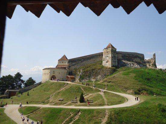 Rasnov, Romania: Obiekt w całej okazałości widziany z wieży Batory. Prawda ,że fotogeniczny .?
