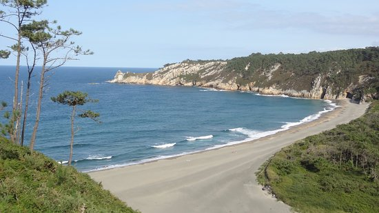Restaurante Regueiro: Pisar las suaves arenas del Monumento Natural de Playa Barayo les emocionará.