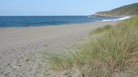 Restaurante Regueiro: Les he acercado al Monumento Natural maravilloso de Playa Frejulfe para pisar su arena con fervo