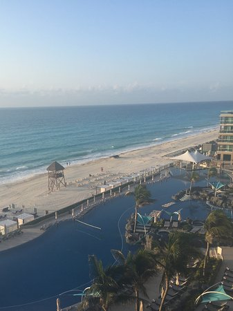 Hard Rock Hotel Cancun: Beautiful beach and hotel