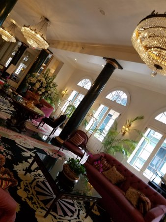 Bourbon Orleans Hotel: Lobby is large and great for meeting people