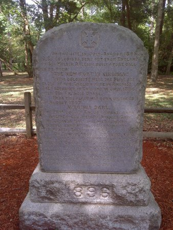 Fort Raleigh National Historic Site : Monument to the Settelrs Roanoke Island