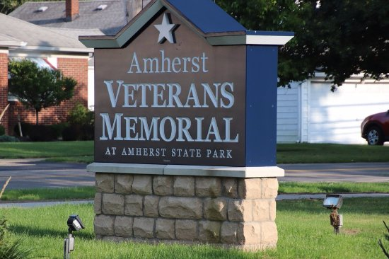‪Amherst Veterans Memorial‬