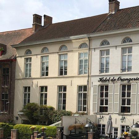 Hotel de Orangerie: Exterior canalside