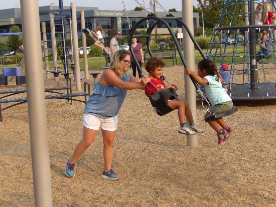 Percival Landing : swings