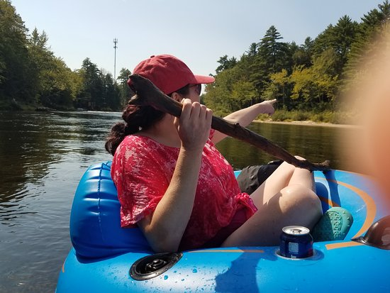 Saco Canoe Rental Company : Look we need to be over there!