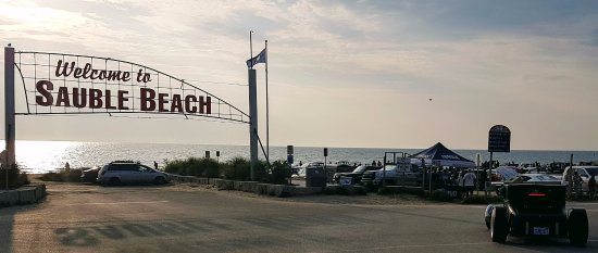 Sauble Beach, Canada: The Sign and the Tuesday Classic car show