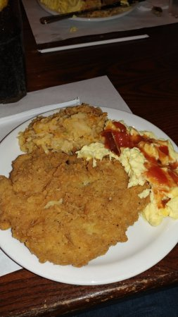 Riverview, Φλόριντα: Fried Pork Chop with cheesey hashbrowns, scrambled eggs with tomato gravy!