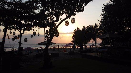 Anantara Seminyak Bali Resort: NICE SUNSET ON SEMINYAK