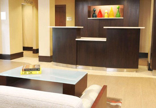 Courtyard by Marriott Albany Airport: Front Desk