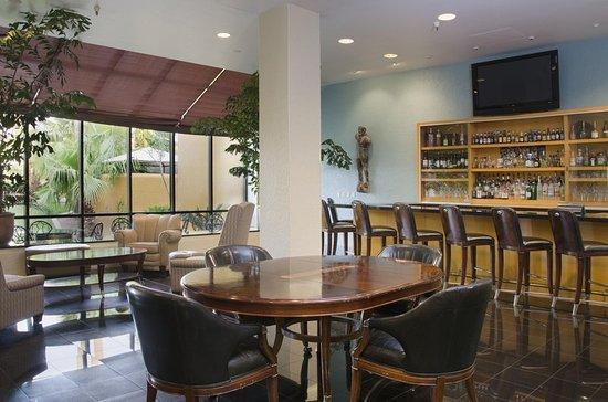 Doubletree by Hilton Tucson - Reid Park: Lobby Bar