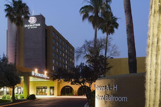 Doubletree by Hilton Tucson - Reid Park: Hotel Exterior