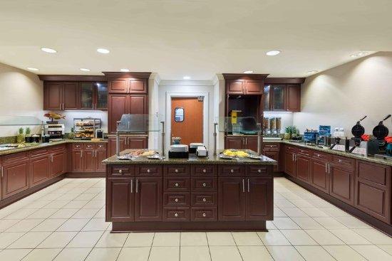 Homewood Suites Tampa Airport - Westshore: Breakfast Area