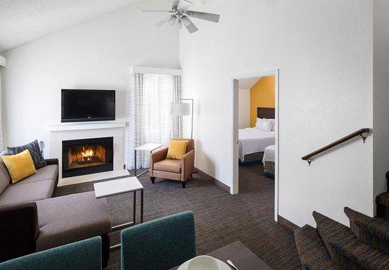 Placentia, CA: Family Suite - Living Space