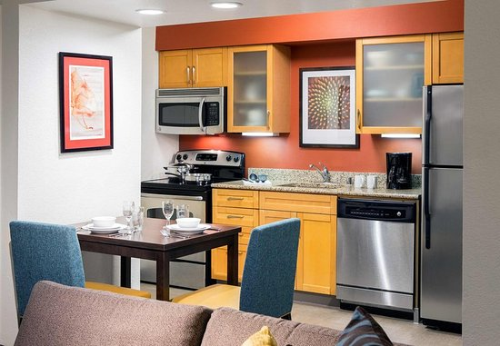Placentia, Kalifornia: Studio Suite Kitchen