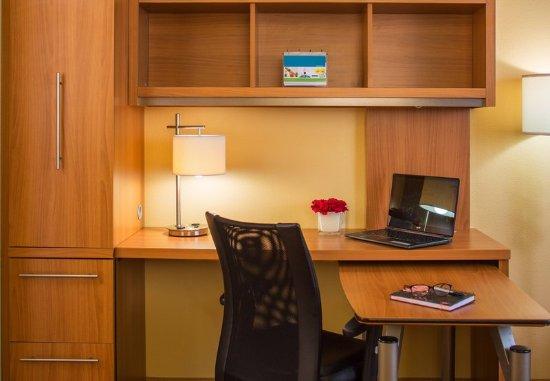 Harahan, LA: Suite Work Desk