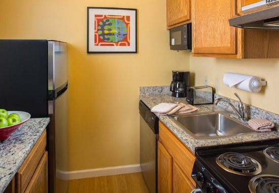 Harahan, LA: Fully Equipped Kitchen
