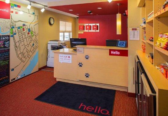 Harahan, LA: Lobby Reception with TowneMap