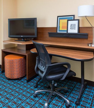 Galesburg, IL: Guest Room Work Desk