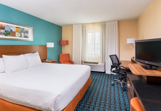 Galesburg, IL: King Guest Room