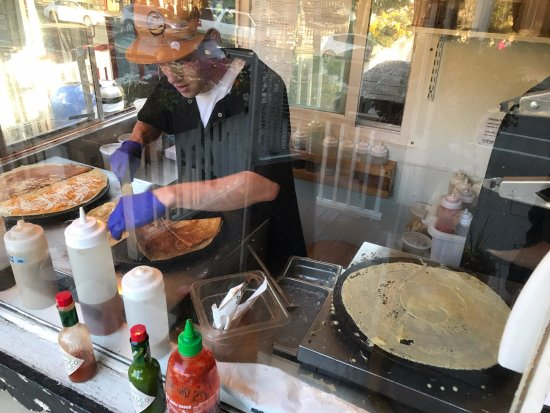 Crepes A La Cart: Making Up Your Favorite Crepe