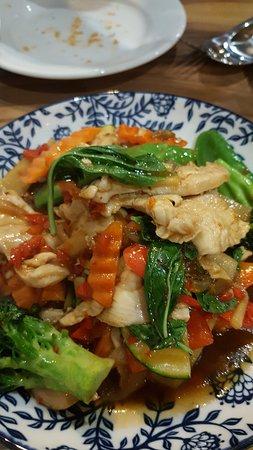 Murwillumbah, Australien: chicken with basil and chilli
