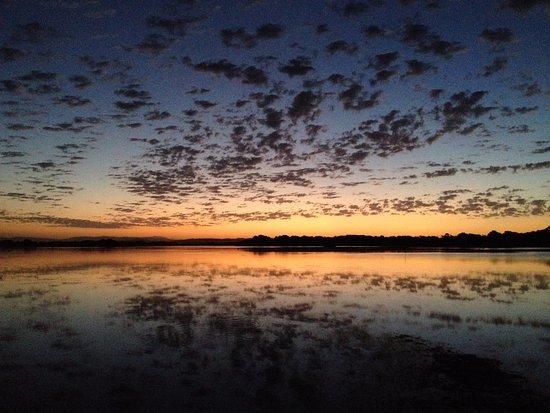 Tasmania, أستراليا: Sunset over the lagoon