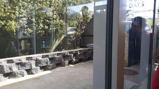 Waiuku, Nueva Zelanda: Outside seating area