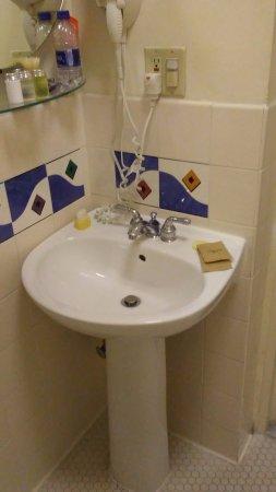 Zeer nette en schone badkamer - Picture of Hotel Metropolis, San ...