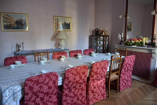 Leran, Frankrijk: Breakfast dining room (and evening in colder weather!)