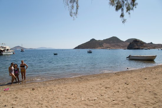 Theologos Houses: beach just about 50m away