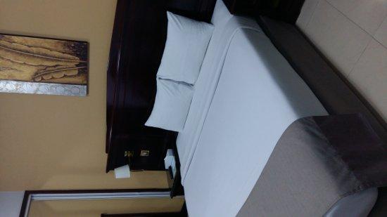 Admiral Plaza Hotel: 20170901_211759_large.jpg