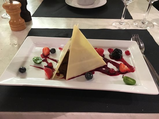 En Bonne Compagnie : Our desserts finishing a great meal, white & dark chocolate pyramid and the banana toffee vodka