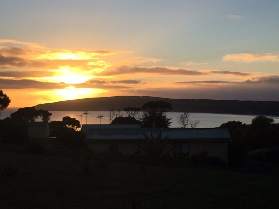 l alba dal cottage picture of emu bay holiday homes emu bay rh tripadvisor com