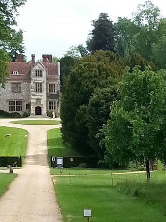 Chawton, UK: Can just imagine the carriages pulling up the drive.