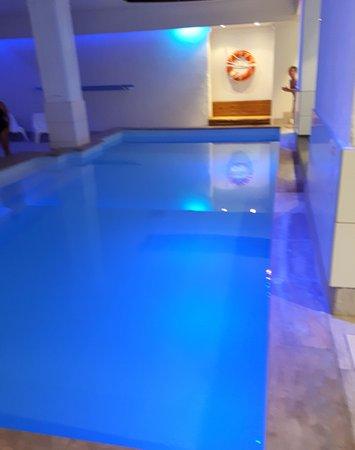 la piscine en sous sol photo de soleil vacances h tel le terminus carcassonne center. Black Bedroom Furniture Sets. Home Design Ideas