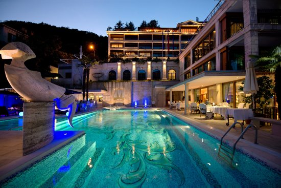 Vico Morcote, Svizzera: Outdoor swimming pool and restaurant