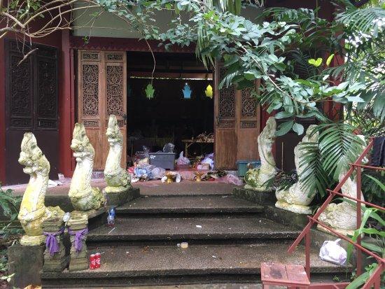 Lipa Noi, Tayland: Überall Müll und Verwahrlosung