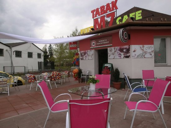 Nagykanizsa, Hongrie : Enjoy your coffee on our cosy terrace