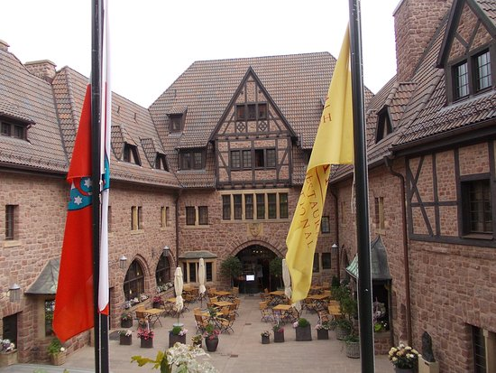 Romantik Hotel auf der Wartburg: Patio de ingreso al hotel