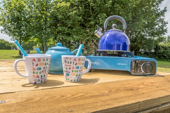 Lanivet, UK: Teatime at Bluebell Bell Tent