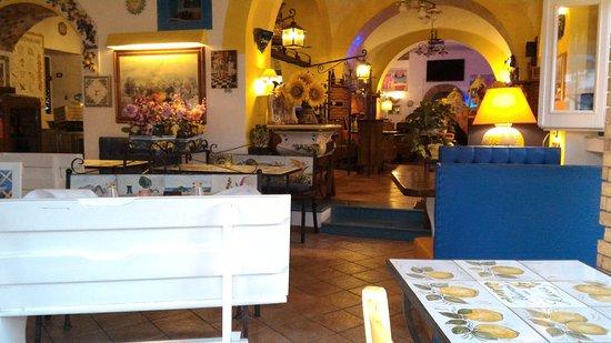 Da Luca Tutto Pizza: interno del ristorante