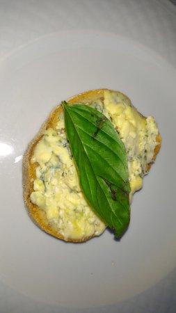 Panza, Italia: bruschetta al gorgonzola