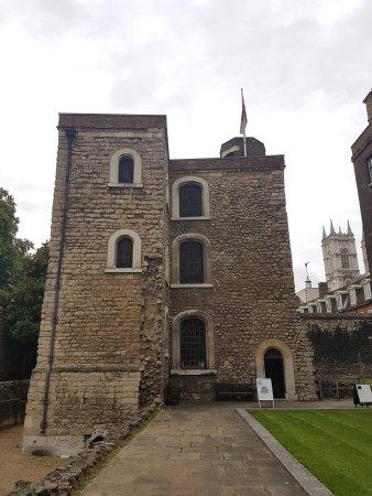 Jewel Tower: Exterior