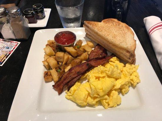 Hotel Erwin: Breakfast in Bar Barlo