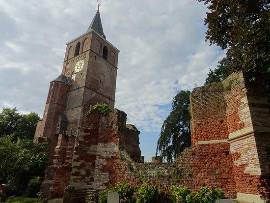 Ruine De Oude Toren-Ruine van de Oude Matthias-kerk Warmond