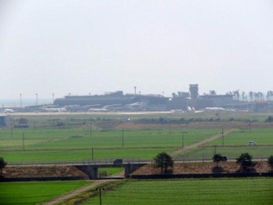 Natori, اليابان: 墳丘から仙台空港を望む