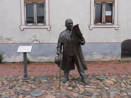 Sculpture of Johann Voldemar Jannsen: 像の全景