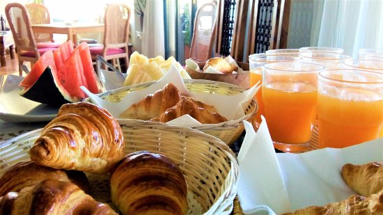 Ojen, Spanien: buffet breakfast