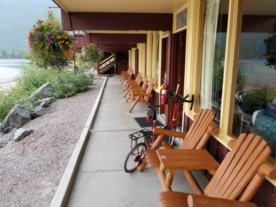 Village Inn At Apgar: chairs in front of rooms